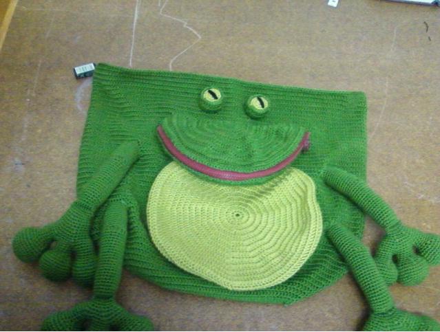 Örgü Kurbağa Sırt Çantası Modeli ve Yapılışı 1
