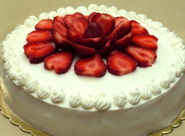 Çilekli Yaş Pasta Tarifi | Pasta Nasıl Yapılır
