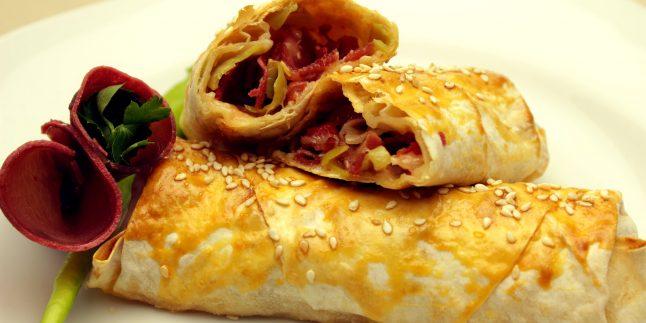 Fırında Paçanga Böreği Tarifi – Pastırmalı Paçanga Böreği
