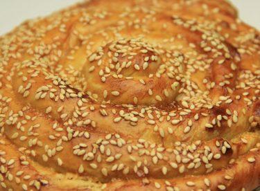 Tahinli Çörek Tarifi – Pastane Usulü Susamlı Şekerli Tatlı Çörek