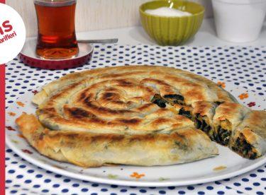 Tavada Kol Böreği Tarifi   Pratik Ispanaklı Börek