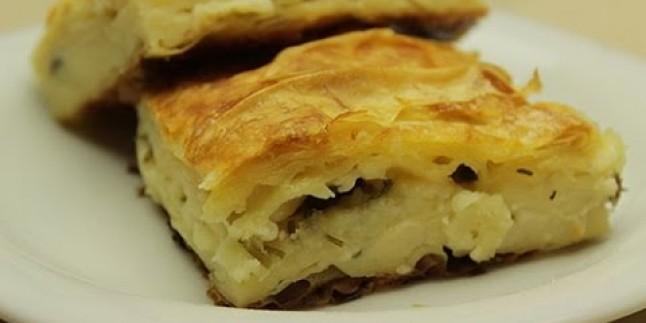 Yufkalı Kolay Yalancı Su Böreği Tarifi – Peynirli Maydanozlu Börek