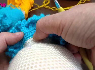 Örgü Oyuncak Bebeklerde Fırfırlı Yaka Örülüşü