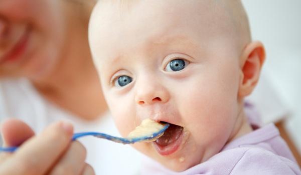 bebek-gelisimde-beslenme