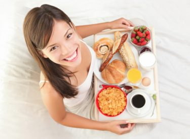 Emziren Anneler Nasıl Beslenmeli