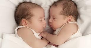 ikiz-bebeklerin-bakimi