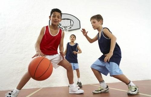 basketbol-oynayan-cocuk-gelisimi