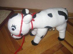 orgu-oyuncak-inek-yapimi-4
