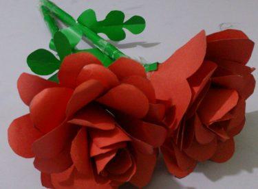 Kağıtlardan Çiçek Oluşturma
