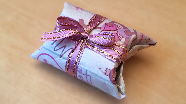 Kağıttan Çiçekli Paket Süsü Yapımı