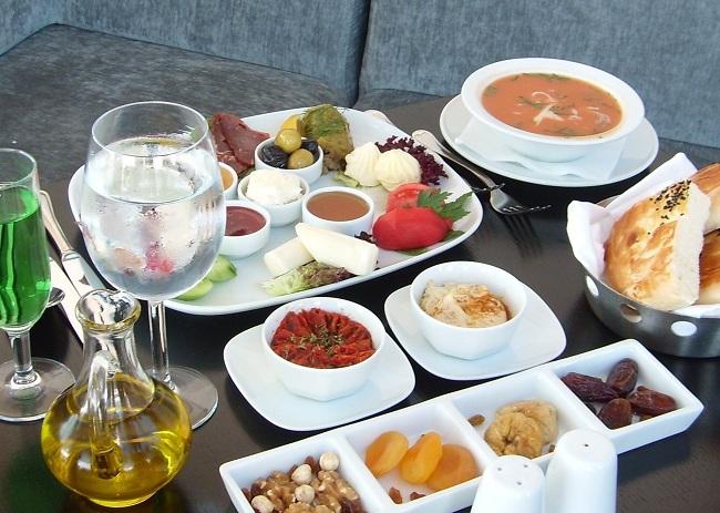 ramazan-boyunca-iftar-menuleri
